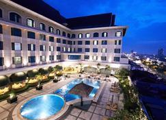北乾巴魯賈特拉大飯店 - 北干巴鲁/帕干巴鲁 - 游泳池