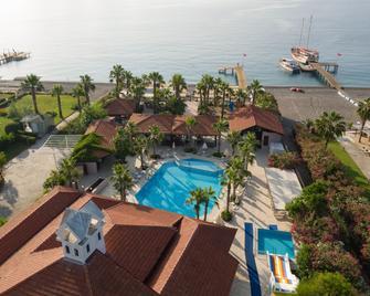 俱乐部阿克曼海滩酒店 - Camyuva - 游泳池