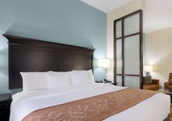 Comfort Suites - 托皮卡 - 睡房