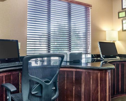 Comfort Suites - 托皮卡 - 商务中心