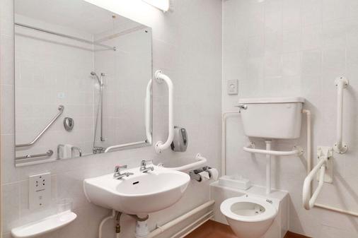 南安普敦若汉姆戴斯酒店 - 南安普敦 - 浴室