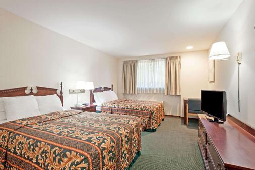西雅图西塔国际机场戴斯酒店 - 锡塔克 - 睡房