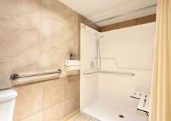 西雅图西塔国际机场戴斯酒店 - 锡塔克 - 浴室