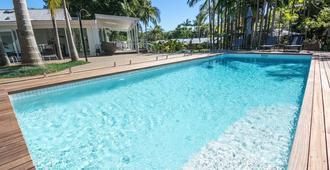 拜伦泉酒店 - 拜伦湾 - 游泳池