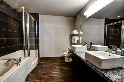 斯威夫特卡伦特霍姆套房酒店 - Swift Current - 浴室