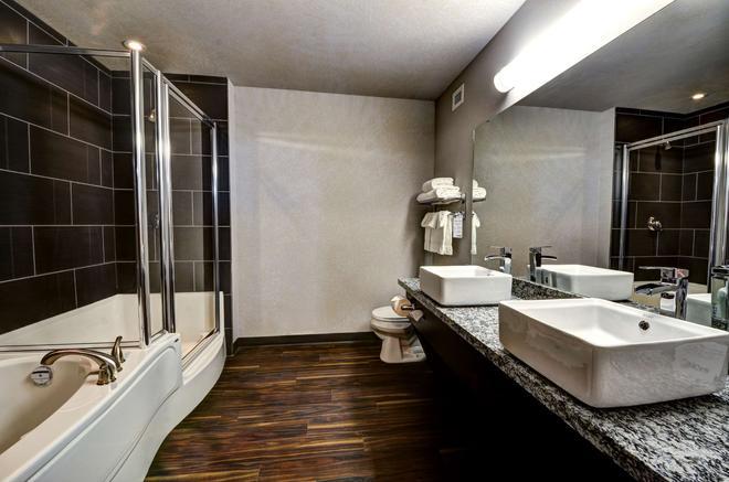 斯威夫特卡伦特霍姆套房酒店 - 斯威夫特卡伦特 - 浴室