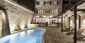 贝尔格莱德精品旅馆酒店 - 贝尔格莱德 - 游泳池