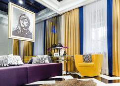 米拉克斯蓝宝石精品酒店 - 哈尔科夫 - 睡房