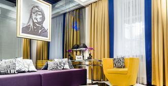 米拉克斯蓝宝石精品酒店 - 哈尔科夫 - 客厅