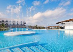 美利亚山丘海滩度假村及水疗中心 - 式 - 圣玛丽亚 - 游泳池