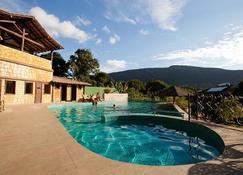 伦达斯卡帕奥旅馆 - Passagem - 游泳池