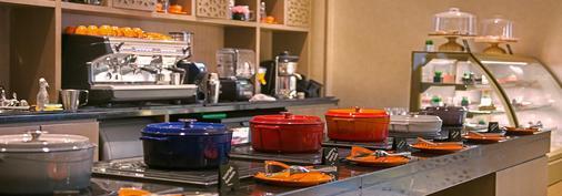阿尔巴沙梅纳广场酒店 - 迪拜 - 自助餐