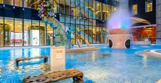 多尔帕特温泉&会议酒店 - 塔林 - 游泳池