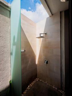 巴厘岛阿玛拉酒店 - 库塔 - 浴室