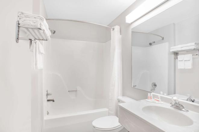 阿普尔顿麦克罗特套房酒店 - 阿普尔顿 - 浴室
