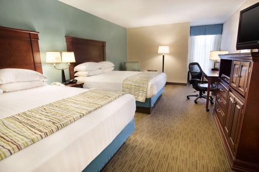 底特律-特洛伊城德鲁里套房酒店 - 特洛伊 - 睡房