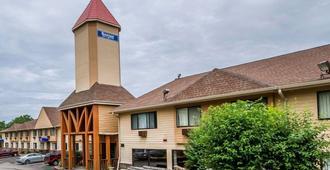 罗德威套房酒店威斯康星麦迪逊东北 - 麦迪逊