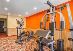 罗德威套房酒店威斯康星麦迪逊东北 - 麦迪逊 - 健身房