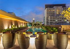 贝斯特韦斯特素坤逸高级酒店 - 曼谷 - 游泳池