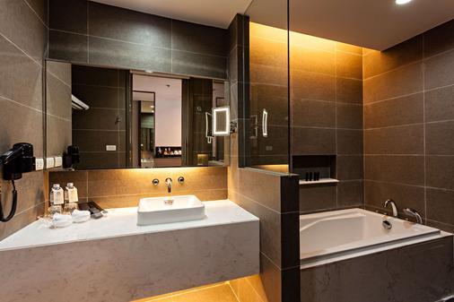 贝斯特韦斯特素坤逸高级酒店 - 曼谷 - 睡房