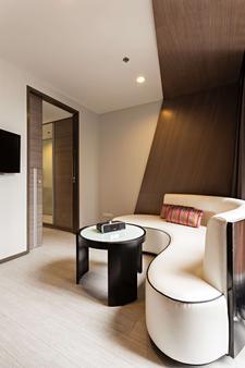 贝斯特韦斯特素坤逸高级酒店 - 曼谷 - 酒吧