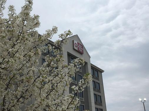 斯帕坦堡贝斯特韦斯特优质酒店 - 斯巴达堡 - 建筑