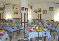 维耶内洛酒店 - 耶索洛 - 餐馆