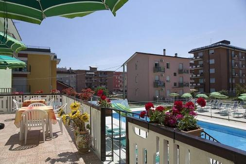 维耶内洛酒店 - 耶索洛 - 阳台