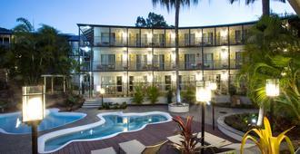 鳄鱼俱乐部艾尔利海滩酒店 - 艾尔利滩 - 游泳池
