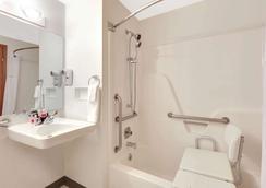 科迪速8酒店 - 科迪 - 浴室