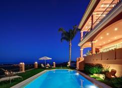 马贝拉高地精品酒店 - 马贝拉 - 游泳池