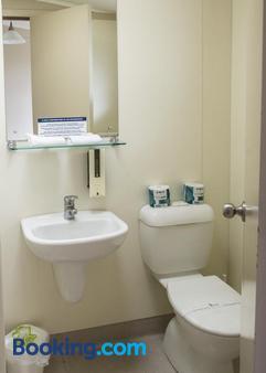 纳皮尔肯尼迪公园度假酒店 - 纳皮尔 - 浴室