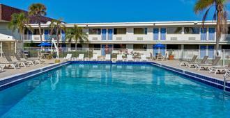 可可海滩汽车旅馆6 - 可可比奇 - 游泳池