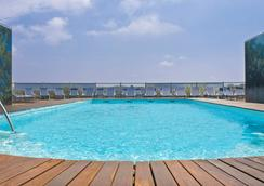 比亚里茨丽笙酒店 - 比亚里茨 - 游泳池