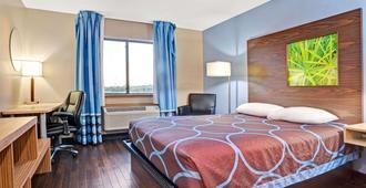 路易斯维尔机场速8酒店 - 路易斯威尔 - 睡房