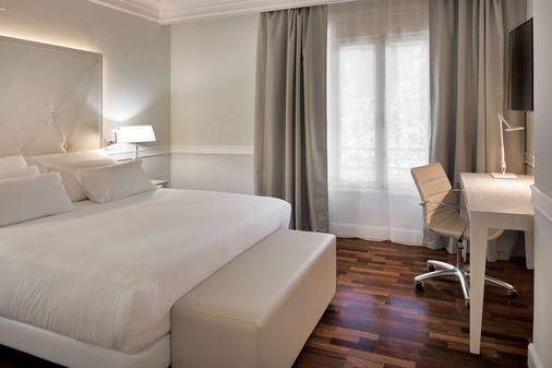 萨拉戈萨格兰德nh酒店 - 萨拉戈萨 - 睡房