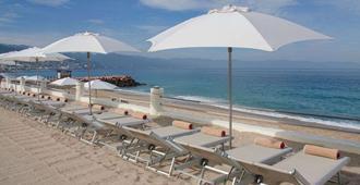 佩里卡诺斯广场格兰德海滩度假酒店 - 巴亚尔塔港 - 海滩