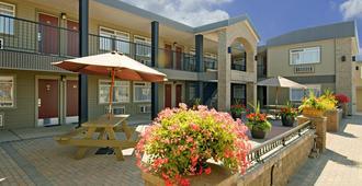 乔治王子城加拿大最佳价值酒店 - 乔治王子城