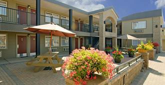 乔治王子加拿大最佳价值酒店 - 乔治王子城