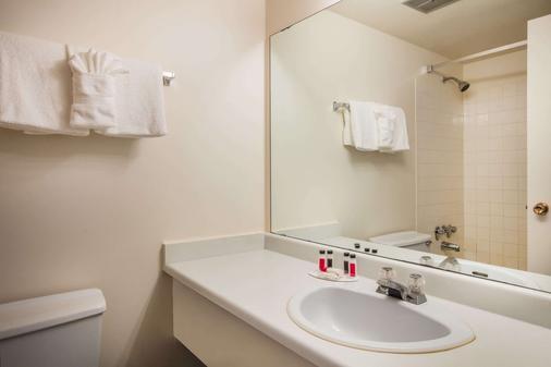 维多利亚豪生酒店 - 维多利亚 - 浴室