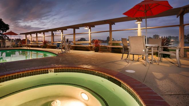 西佳plus海湾酒店 - 奥克兰 - 游泳池