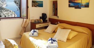 拉维罗客房住宿加早餐酒店 - 拉韦洛 - 睡房