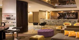 阿斯顿贝尔维尤电台达拉姆酒店 - 雅加达 - 酒吧
