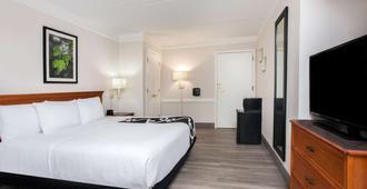 迈尔斯堡中心拉昆塔酒店 - 迈尔斯堡 - 睡房