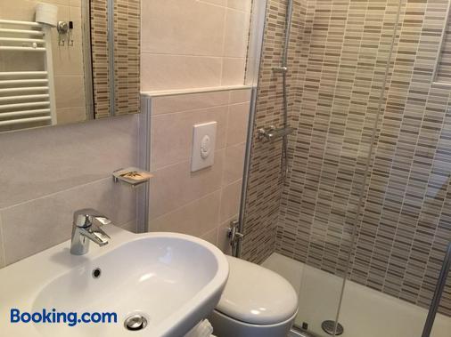 卡萨赛雷娜酒店 - 马尔切西内 - 浴室