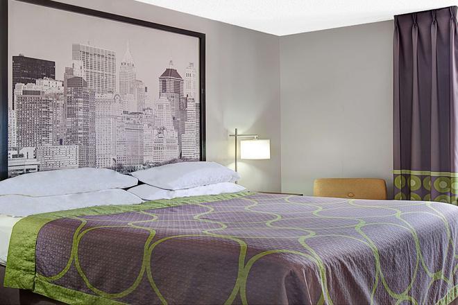 北康杜伊牙买加速8酒店 - 皇后区 - 睡房