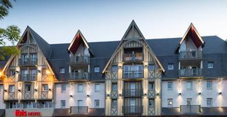 宜必思多维尔中心酒店 - 多维尔 - 建筑