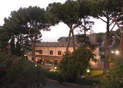 伊希迪亚别墅餐厅酒店 - 弗拉斯卡蒂 - 户外景观