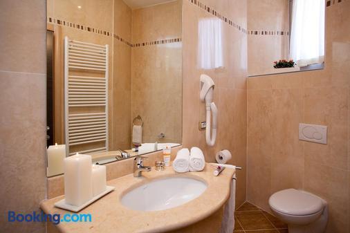 蓝光丽都酒店 - 冲浪和自行车 - 纳戈 - 浴室
