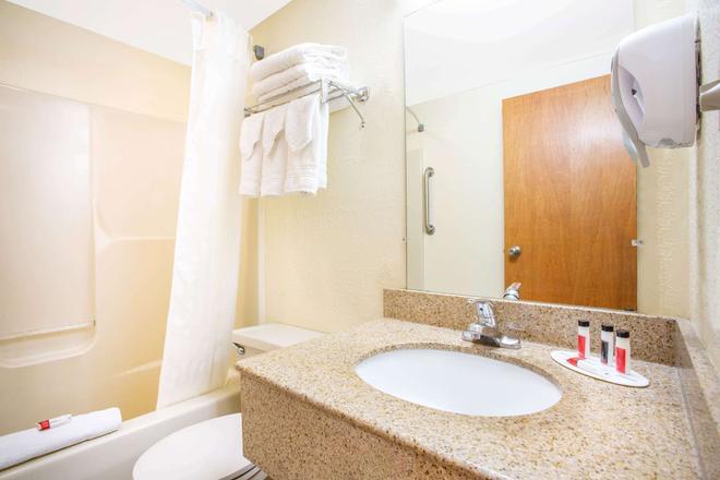 兰卡斯特荷兰郡戴斯酒店 - 让克 - 浴室
